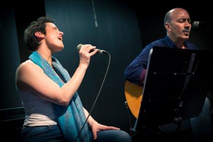 Lucía y Chechu en concierto